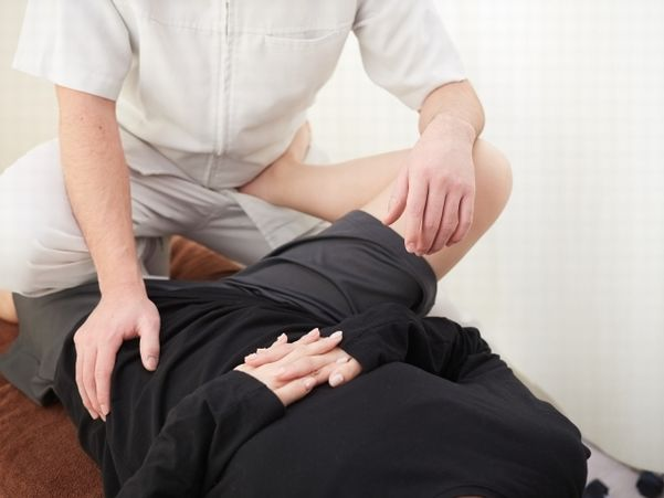坐骨神経痛の施術.jpg